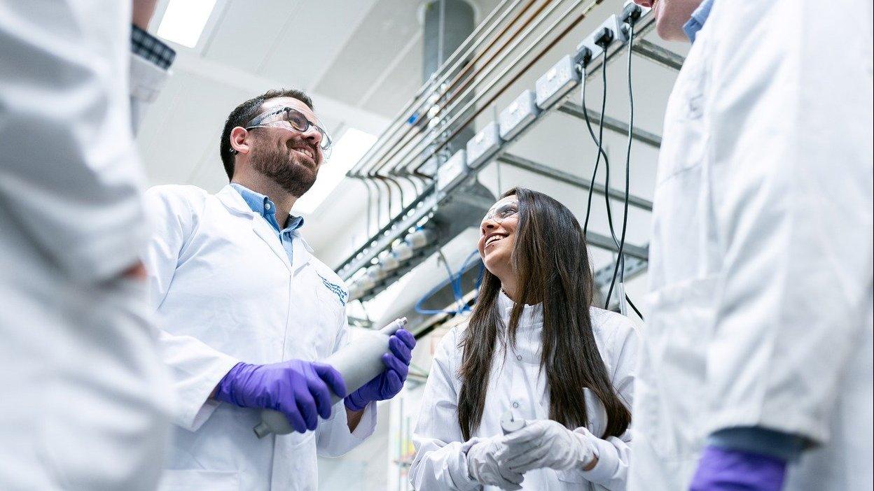 investigadores-laboratorio