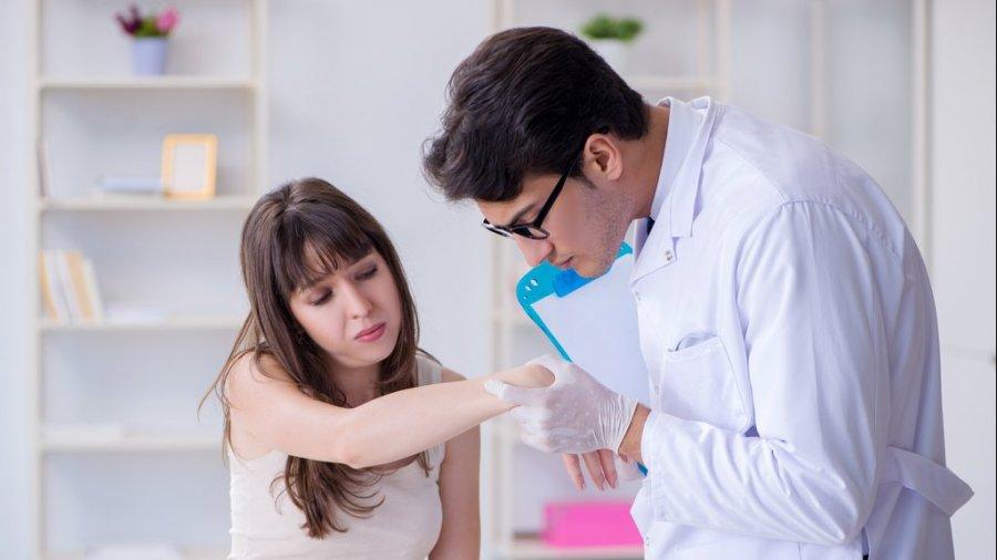 dermatologo-paciente
