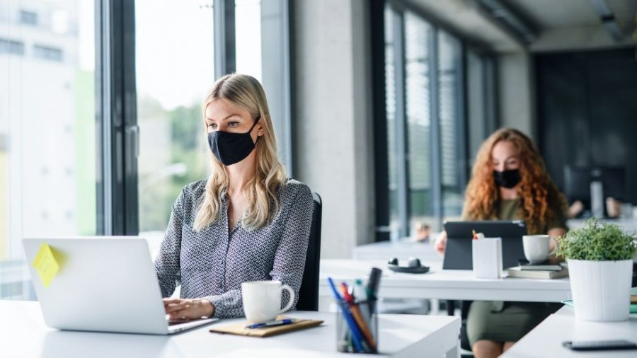 Trabajo en oficina durante pandemia